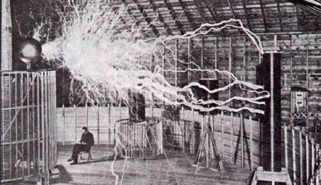 Το ολέθριο όπλο που εφηύρε ο Νίκολα Τέσλα και θα εξαφάνιζε κάθε ανάγκη για πόλεμο