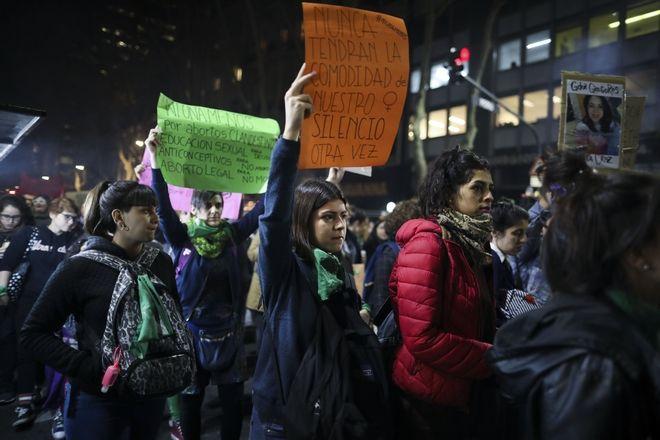 Δεκάδες χιλιάδες γυναίκες διαδήλωσαν για την ανισότητα των φύλων και υπέρ των αμβλώσεων, Αργεντινή 3 Ιουνίου 2019