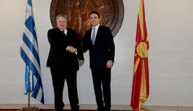 Φωτογραφία από τη συνάντηση του Υπουργού Εξωτερικών, Νίκου Κοτζιά με τον ομόλογό του της πΓΔΜ, N. Dimitrov, τον Μάρτιο, στα Σκόπια