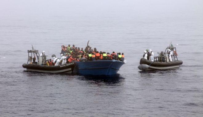 Μετανάστες στη θάλασσα (φωτογραφία αρχείου)