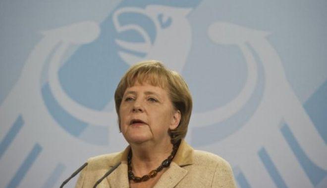 Μέρκελ: Μόνιμη επιτήρηση και πρόσθετα μέτρα