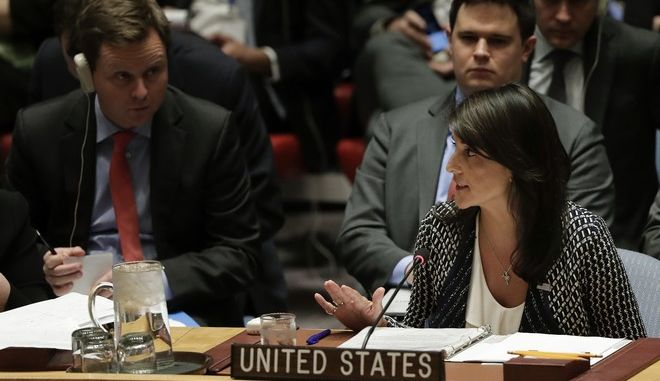 Η πρέσβειρα των ΗΠΑ στον ΟΗΕ, Νίκι Χέιλι σε συνεδρίαση του Συμβουλίου Ασφαλείας