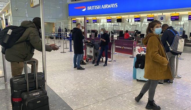 Επιβάτες σε αεροδρόμιο
