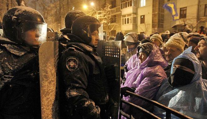 Καζάνι που βράζει η Ουκρανία: Επέμβαση της αστυνομίας και προειδοποιήσεις από την Ε.Ε.