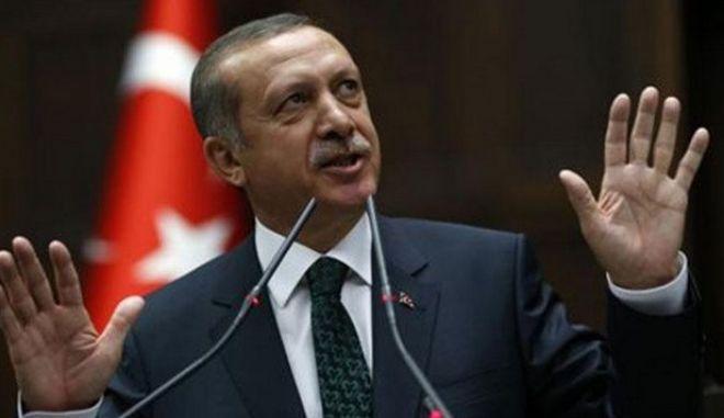 Να του στείλουμε λουλούδια; Έξαλλος ο Ερντογάν, για την απελευθέρωση δημοσιογράφων