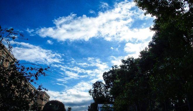 Σύννεφα στον ουρανό της Αθήνας το πρωΐ της Τρίτης 12 Φεβρουαρίου 2019. (EUROKINISSI/ΓΙΩΡΓΟΣ ΚΟΝΤΑΡΙΝΗΣ)