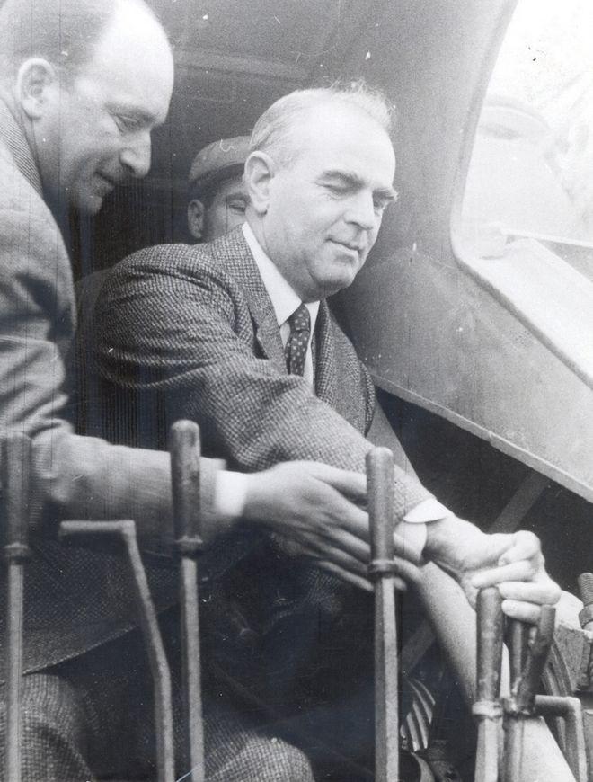 Ο Κωνσταντίνος Καραμανλής εγκαινιάζει το φράγμα του Νέστου τον Απρίλιο του 1960
