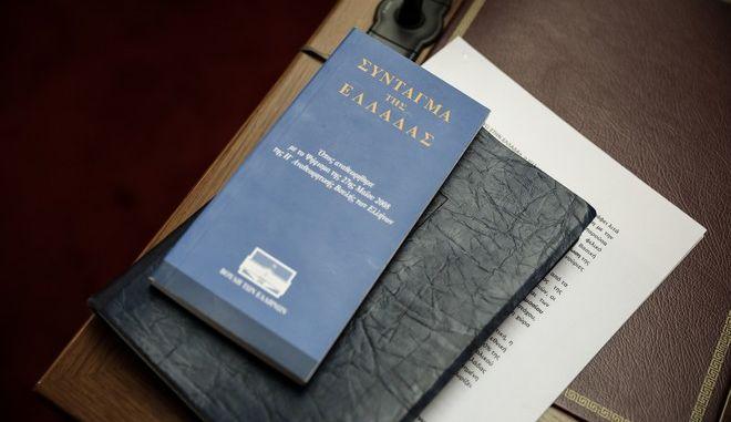 Στιγμιότυπο από τη συνεδρίαση της Επιτροπής Αναθεώρησης του Συντάγματος στη Βουλή