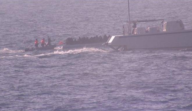 Η τουρκική ακτοφυλακή επιτίθεται σε πλοιάρια που μεταφέρουν πρόσφυγες