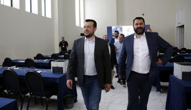 Ο υπουργός Ψηφιακής Πολιτικής, Τηλεπικοινωνιών και Ενημέρωσης Νίκος Παππάς με τον υφυπουργό Ψηφιακής Πολιτικής, Τηλεπικοινωνιών και Ενημέρωσης Λευτέρη Κρέτσο επισκέπτονται το κέντρο τύπου για τις Ευρωεκλογές 2019 στο Ζάππειο Μέγαρο