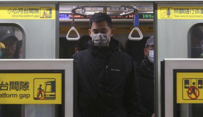 Πολίτης σε τρένο
