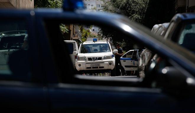 Επιθέσεις με μολότοφ στη διμοιρία που προστατεύει την οικία Φλαμπουράρη και στο Πολυτεχνείο
