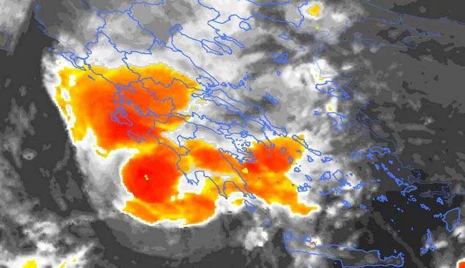 Εξασθενεί ο μεσογειακός κυκλώνας αλλά παραμένει επικίνδυνος