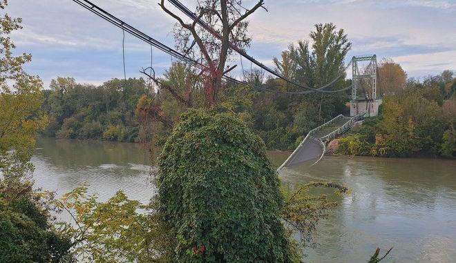 Η γέφυρα που κατέρρευσε στον ποταμό Ταρν στη Γαλλία