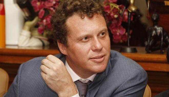 Δισεκατομμυριούχος καταδικασμένος για απάτη, αντίπαλος του Πούτιν στις εκλογές