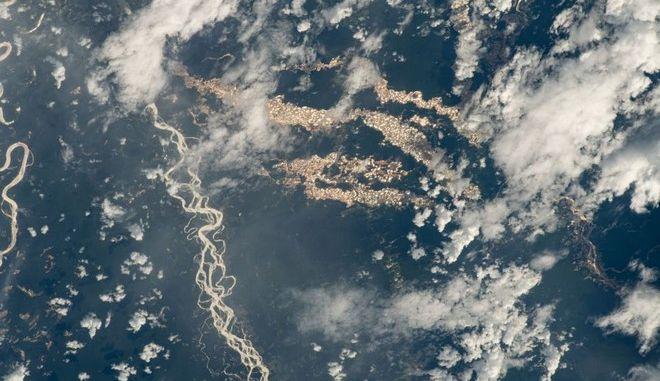 """Τα """"ποτάμια χρυσού"""" στον περουβιανό Αμαζόνιο"""