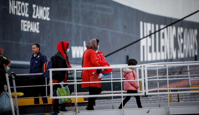 Αναχώρηση αργά το απόγευμα από το λιμάνι της Μυτιλήνης,προσφύγων και μεταναστών με πλοίο της γραμμής,από το λιμάνι της Μυτιλήνης, Κυριακή 3 Μαρτίου 2020 (EUROKINISSI/ΗΛΙΑΣ ΜΑΡΚΟΥ)
