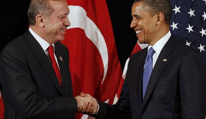 U.S. President Barack Obama (R) shakes hands with Turkey's Prime Minister Recep Tayyip Erdogan after a bilateral meeting ahead of the Nuclear Security Summit in Seoul March 25, 2012.     REUTERS/Larry Downing        (SOUTH KOREA - Tags: POLITICS MILITARY) - RTR2ZUEM