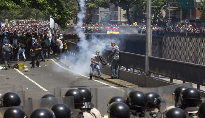Demonstrators clashes with the Bolivarian National Police during a protest in Caracas, Venezuela, Saturday, April 8, 2017. Opponents of President Nicolas Maduro protest on the streets of Caracas on Saturday as part of a week-long protest movement that shows little sign of losing steam. (AP Photo/Ariana Cubillos)