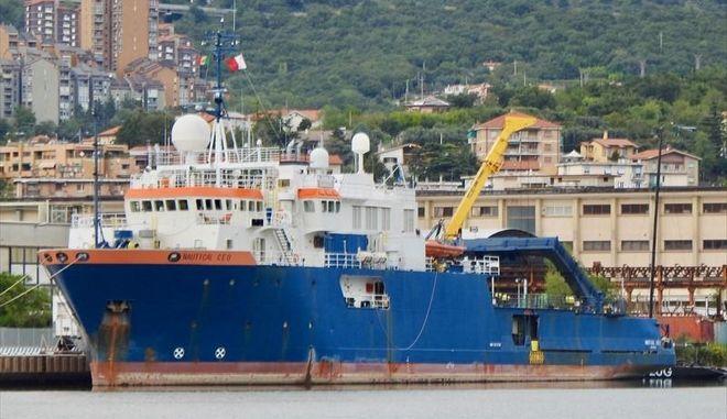 Διαψεύδει η κυβέρνηση ότι τουρκικό πλοίο έφτασε στα 2,5 ναυτικά μίλια από την Κρήτη