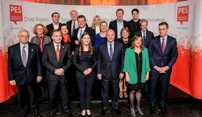 Ο πρόεδρος του ΣΥΡΙΖΑ, Αλέξης Τσίπρας και η Φώφη Γεννηματά στην Προπαρασκευαστική Σύνοδο του Ευρωπαϊκού Σοσιαλιστικού Κόμματος, στις Βρυξέλλες