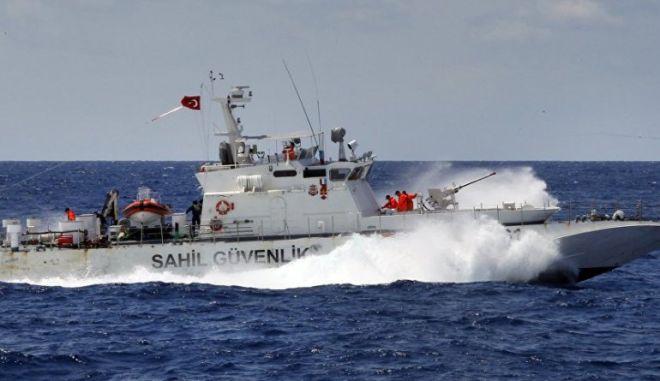 Νέες τουρκικές προκλήσεις: Προσπάθησαν να τραβήξουν ψαροντουφεκά στην Τουρκία