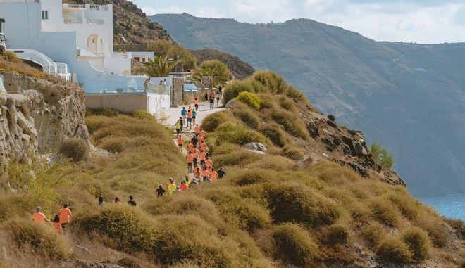 Οι δρομείς του Santorini Experience 2019 στην Καλντέρα της Σαντορίνης