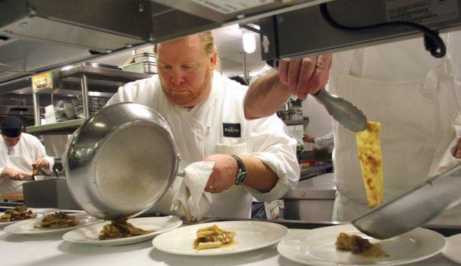 Διάσημος σεφ αποσύρεται - Κατηγορείται ότι νάρκωσε και ασέλγησε σε υπάλληλο