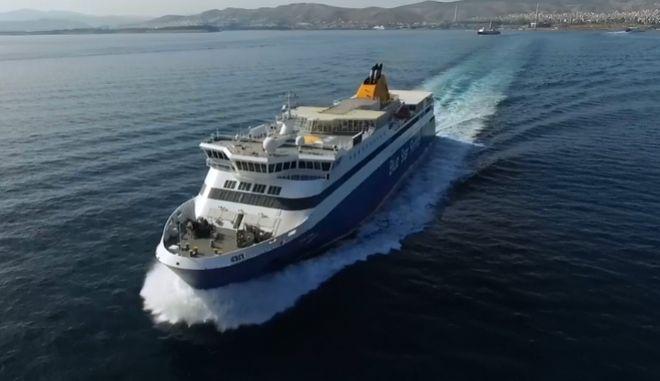 """Μηχανική βλάβη παρουσίασε το """"Blue Star Paros"""" - Επιστρέφει στον Πειραιά"""