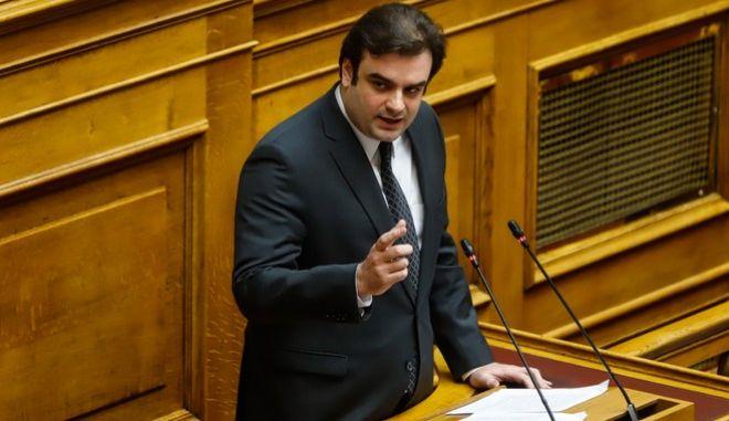 """Συζήτηση και ψήφιση επί της αρχής, των άρθρων και του συνόλου του σχεδίου νόμου του Υπουργείου Εργασίας και Κοινωνικών Υποθέσεων """"Επίδομα γέννησης και λοιπές διατάξεις"""", την Τρίτη 28 Ιανουαρίου 2020. Στο βήμα ο Κυριάκος Πιερρακάκης."""