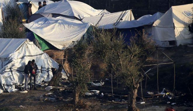 Μυτιλήνη: Κάηκαν σκηνές έξω από το hot spot της Μόριας