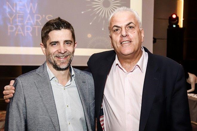 Από αριστερά: Παντελής Διαμαντόπουλος, διευθυντής Sport24 Radio, Βασίλης Σκουρής, διευθυντής News 24/7 στους 88.6