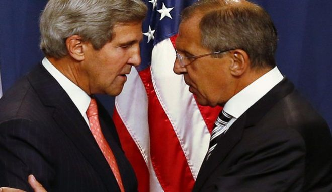 U.S. Secretary of State John Kerry (L) and Russian Foreign Minister Sergei Lavrov shake hands after making statements following meetings regarding Syria, at a news conference in Geneva September 14, 2013. The United States and Russia have agreed on a proposal to eliminate Syria's chemical weapons arsenal, Kerry said on Saturday after nearly three days of talks with Lavrov.  REUTERS/Ruben Sprich   (SWITZERLAND - Tags: POLITICS CIVIL UNREST)