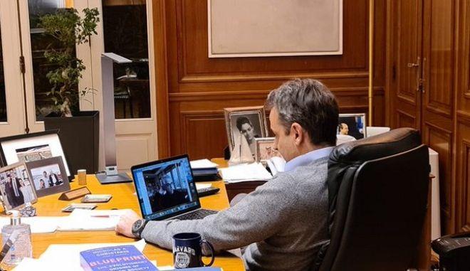Κορονοϊός: Tweet πρωθυπουργού για συνομιλία με Ν. Χρηστάκη
