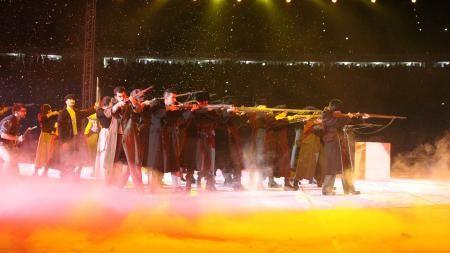 Μεγαλειώδης παράσταση για τον 'Κόκκινο Οκτώβρη'