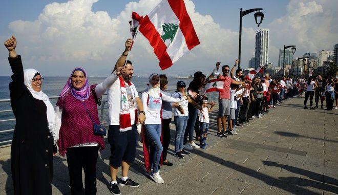Ανθρώπινη αλυσίδα στη Βηρυτό δείγμα ενότητας κατά των πολιτικών