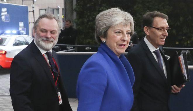 Η βρετανίδα πρωθυπουργός Τερέζα Μέι προσέρχεται στη σύνοδο των 27 για το Brexit