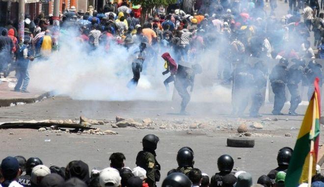Βολιβία: 30 τραυματίες σε διαδηλώσεις 8 ημέρες μετά την επανεκλογή Μοράλες