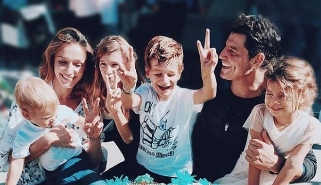 """Τα παιδιά του Σάκη Ρουβά """"τα έσπασαν"""" στην Κέρκυρα"""