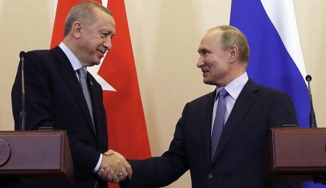 Ο Τουρκος πρόεδρος με τον Ρώσο ομόλογό του. Φωτό αρχείου.
