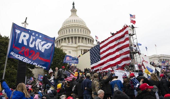 Υποστηρικτές του Τραμπ στο Καπιτώλιο