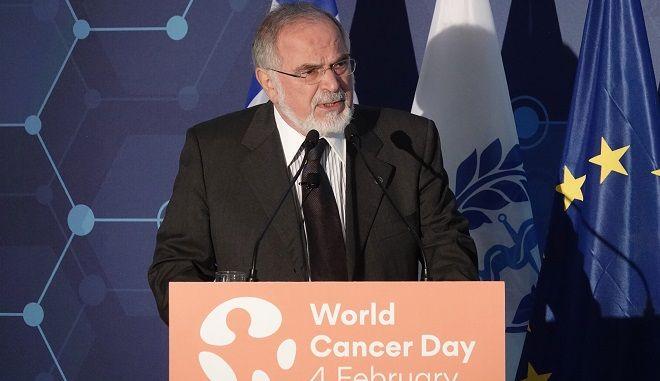 Ο πρόεδρος της Ελληνικής Αντικαρκινικής Εταιρείας Ευάγγελος Φιλόπουλος, μιλάει σε εκδήλωση για την Παγκόσμια Ημέρα κατά του καρκίνου, που πραγματοποιήθηκε στο Κέντρο Πολιτισμού Ίδρυμα Σταύρος Νιάρχος, υπό την αιγίδα του Προέδρου της Δημοκρατίας,