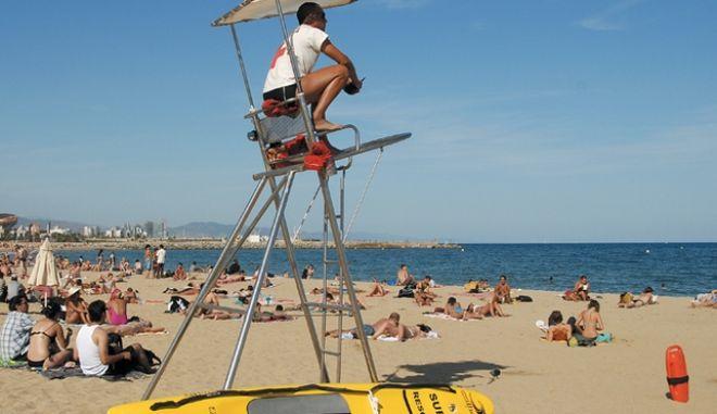Η παραλία Σαντ Σεμπαστιά στη Βαρκελώνη που εκκενώθηκε λόγω εκρηκτικού μηχανισμού