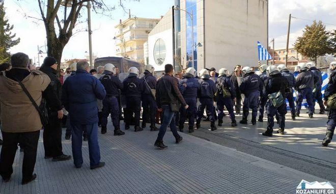 Πτολεμαΐδα: Συμπλοκή ακροδεξιών και αστυνομίας