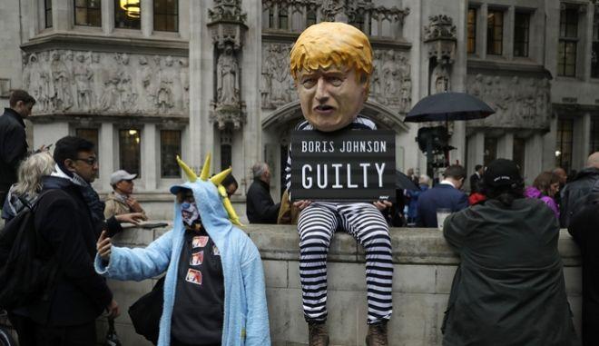 Συγκέντρωση έω από το Ανώτατο Δικαστήριο.