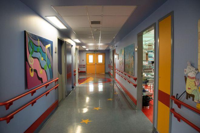 Σε αυτό το σχολείο, το κουδούνι δεν χτυπάει ποτέ. Την πόρτα χτυπάει μόνο η Ελπίδα