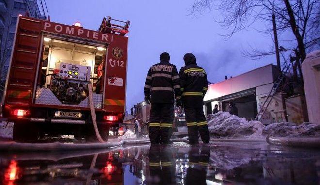 Ρουμανία: Τουλάχιστον 40 τραυματίες από πυρκαγιά σε νυχτερινό κέντρο