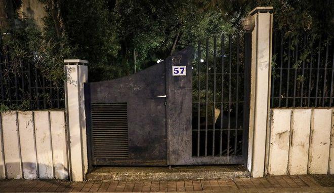 Η είσοδος της πολυκατοικίας όπου βρίσκεται το διαμέρισμα στον Χολαργό, επί της οδού 17ης Νοεμβρίου 57