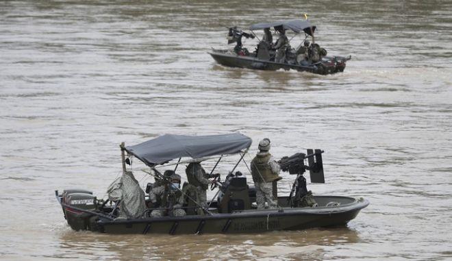 """Μάχες στα σύνορα Βενεζουέλας - Κολομβίας: Ο Μαδούρο ζητά """"άμεση βοήθεια"""" από τον ΟΗΕ"""