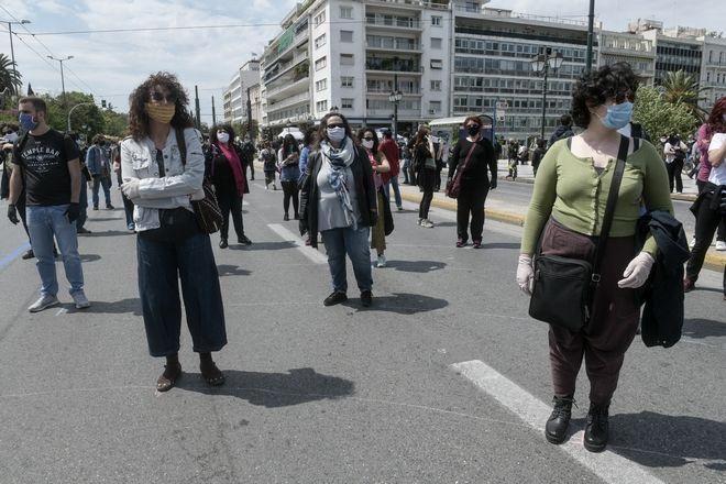 Συγκέντρωση διαμαρτυρίας καλλιτεχνών και εργαζομένων στον χώρο του πολιτισμού έξω από την Βουλή.